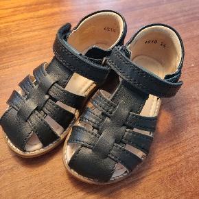 Næsten nye sandaler. Kun brugt et par gange.