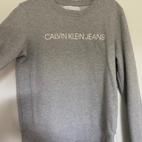Calvin Klein sweatshirt i rigtig god stand, brugt et par gange