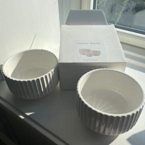 2 Lyngby Skåle sælges  (Den ene med kasse og den anden uden)  diameter 14 cm   Helt nye aldrig brugt