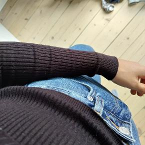 Tynd højhalset, cropped sweater fra HM