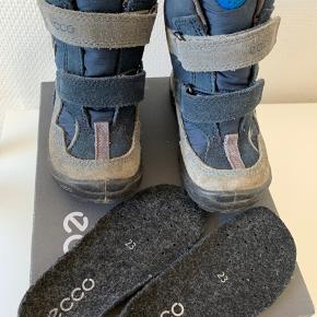 Fra røg/dyrefrit hjem, god vind- og vandtæt støvle, ingen revner/huller, brugt sparsomt 1 sæson.