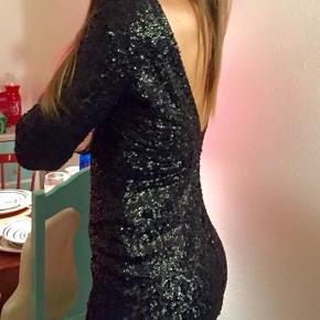 Smuk kjole med åben ryg str. M