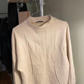 Lækker bluse fra Zara. Aldrig brugt og passer en s/m