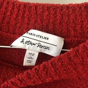 Rød sweater fra & Other Stories. Brugt enkelte gange og er helt som ny 😊 Den passer en xs/s