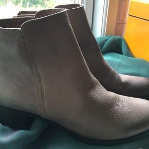 Ankelstøvler  fra Wonders i lys beige. Aldrig brugt.