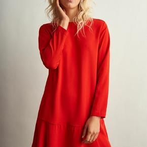 Style: Mab Dress. Materiale: 97% polyester og 3% elasthan