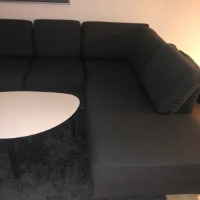 Hej sælger denne rigtig fine sofa.  Sofaen er i fin stand.  Nypris var 7000kr.  Salgspris 3300kr.