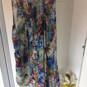 Super flot lang tunika, kan hvis du ikke er høj bruges som kjole  100% silke er som ny