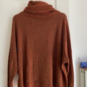 Sweater fra Designers Remix i størrelse L men passer en størrelse M:)