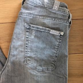 Super fede jeans str. 27. Se sidste billede for model.  I super fin stand