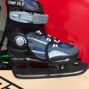 Nye hockeyskøjter  V3tec . Kan justeres i str 31-32-33. Købt for 500kr. Kan sendes med DAO for 48kr eller hentes i Esbjerg.