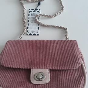 Helt ny taske med prismærke - fejler ingenting overhovedet