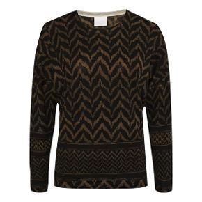 "Lala Berlin ""Zoe"" strik i merino uld. Den fremstår meget pæn og velholdt.  Nypris: 1850,- Bud fra: 600,- Bytter ikke."