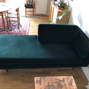 Velour Sofa fra sofa kompagniet sælges pga. Flytning. Står som ny. Afhentes i Ørestaden.