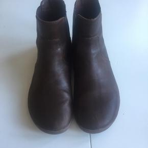 Lækreste Fulham støvler fra Vivo Barefoot. Brugt 4-5 gange. Termosåler medfølger. Np. 1360 kr.