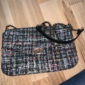 Den smukke taske bliver desværre aldrig brugt hjemme ved mig. Derfor håber jeg en anden vil bruge den.