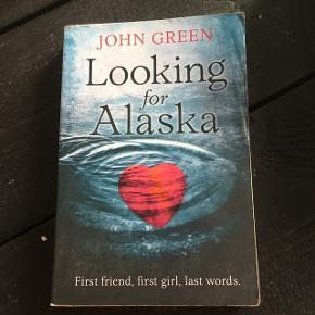 """Sælger bogen """"Looking for Alaska"""" af John Green"""