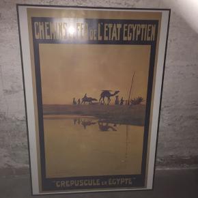 Plakat i ramme, 70x100 cm Rammen er sort metal , fin stand  Fint motiv med kameler   Hentes på Nørrebro
