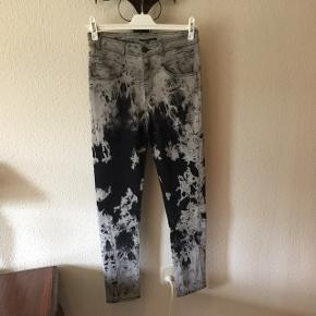 Megafed Carla du Nord jeans i str. 40Ikke brugt - Desværre købt for store 👎🏻 Livvidde: ca. 82 cm Benlængde fra skridt: ca. 81,5 cm