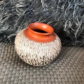 Skøn gl Akru klinker vase mærket 34/10 fra Alfred krupp keramik , meget fint håndarbejde          Randers nv ofte Århus Ålborg København mm Til salg på flere sider
