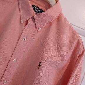 Ralph Lauren herreskjorte slim fit. Brugt få gange og er så pæn som ny uden nogen former for slid.
