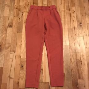 Bukser med elastik i livet. Aldrig brugt.