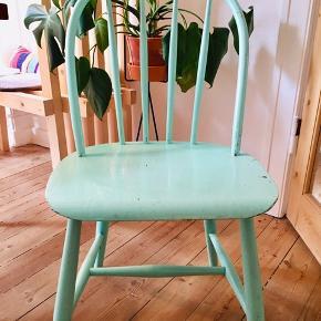 Fik retro køkken stol. Kan købes sammen med den røde jeg også har til salg.  Kom med et bud :)   Bh Carina
