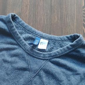 Lækker sweatshirt fra h&m Kommer selvfølgelig uden huller eller kosmetiske fejl.   Kan afhentes i Hillerød eller sendes.  Se gerne andre annoncer for mere tøj