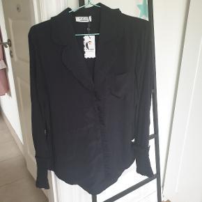 Pieces X Cecilie Bahnsen skjorte i str. XL. Nypris 300 kr.