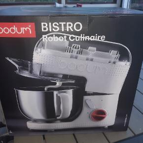 Rigtigt lækker Bistro stand mixer fra Bodum. Aldrig brugt eller taget op af pakken Bemærk: den er sort, ikke hvid som på billedet