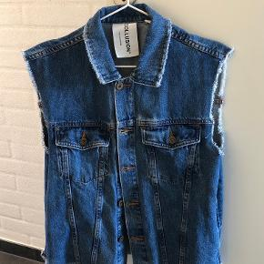 Weekday vest