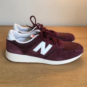New Balance sneakers i ruskind. Aldrig brugt udendørs, kun prøvet på indendørs.