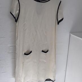 Meget lækker Ganni kjole. 100% viskose.