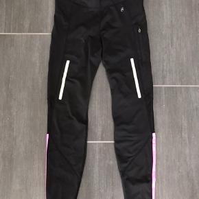 Flotte sort og pink løbebukser fra H&M i str. S, som blot er brugt få gange 👍🏼