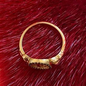 Vildt flot Maanesten ring med 14 karats sorte diamanter og 18 karat guldbelagt. Str. 53. Uden brugstegn.