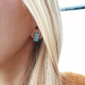 Sørv øreringe med turkis sten og zirkoner