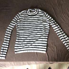 Hvid strik fra vero moda med sorte striber
