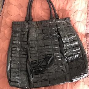 Fantastisk smuk tasken brugt få gange og er som ny. Bud fra 750pp Ved ts handel betaler køber gebyret 😊