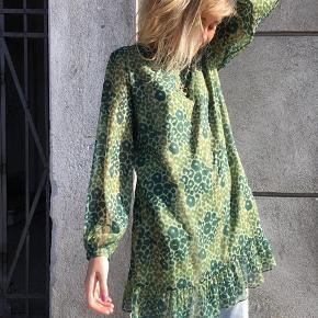 Fineste Hosbjerg Naomi kjole i grøn Leo 💚