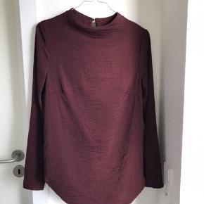 Flotteste bluse fra H&M sælges, da den desværre ikke passer i størrelsen. Det er en størrelse 34 og nypris er 179 kr.   Kan sendes på købers regning🌸