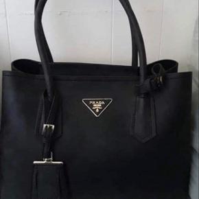 Ægte Prada taske. Har dog ikke kvitteringen længere