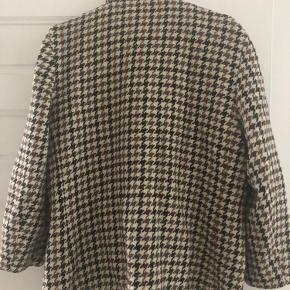 Super cool and warm oversized blazer. Vintage Made in England. No Swaps.