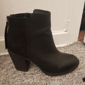Støvler fra H&M. Str. 36