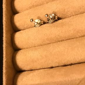 Sølv mini kugle-øreringe  Jeg har også andre smykker til salg 🌸