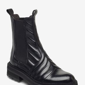 Splinternyt og ubrugt par Billi støvler. Sælges udelukkende, da jeg har fundet et andet par støvler