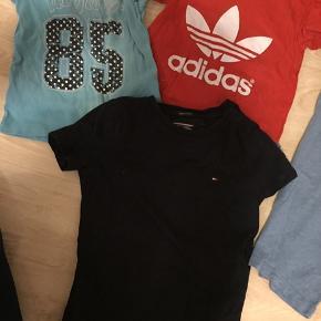 Den 2 tommy sorte og blå er som ny,  Lyseblå tommy (brugt ) Og Adidas (lidt brugt)  BYD  Kan leveres til Esbjerg