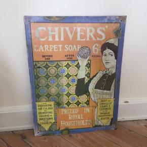 Smukt metal-skilt købt på et loppemarked i London. Sendes ikke, men kan afhentes på Nørrebro, Kbh.   Mål:  L: 60,5 cm B: 45,5 cm