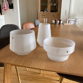 Vase sæt fra Ikea, har stået til pynt, men ellers ikke brugt! Kan hentes i Valby eller sendes på købers regning ☺️
