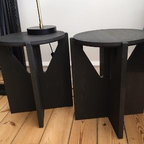 To sideborde/natborde sælges kun som sæt!... Skal afhentes på Frederiksberg. Sender ikke, de er for tunge. Brugt men i super fin stand.  Fra K-Design.