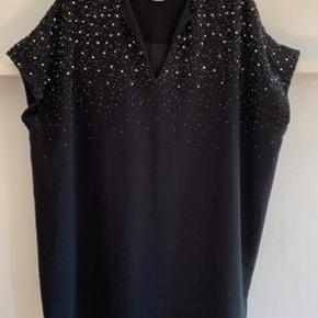 Smuk DVF kjole. Falder utrolig flot Kan bruges af S-L. Købt for 4800 kr, sælges for kun 700,00 Løber betaler porto